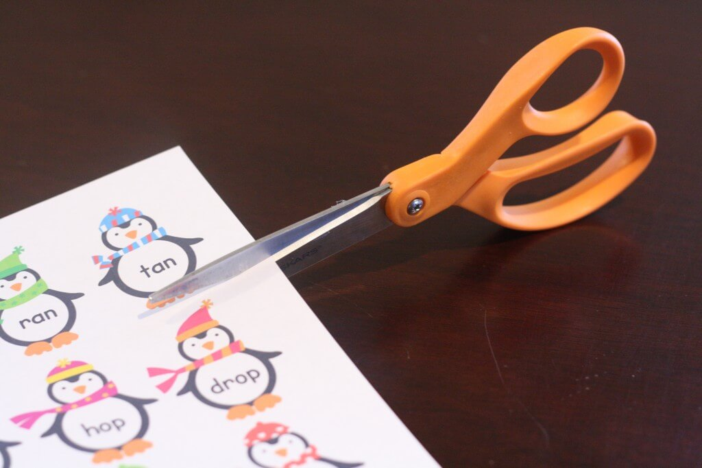 Free Penguin Word Sort {Playdough to Plato}