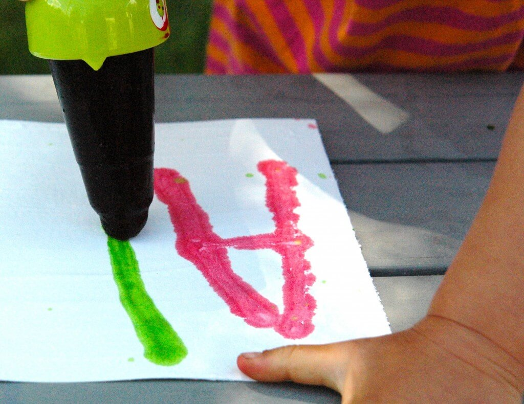 Awesome summer science project! Fizzing popsicles. {Playdough to Plato}
