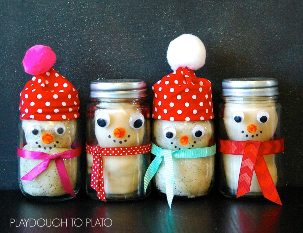 Adorable gift for kids! Make a snowman kit in a jar.