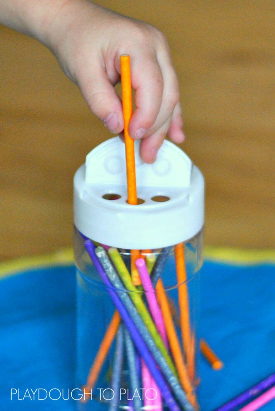 Easy fine motor activity for toddlers for Fine motor skills activities for infants